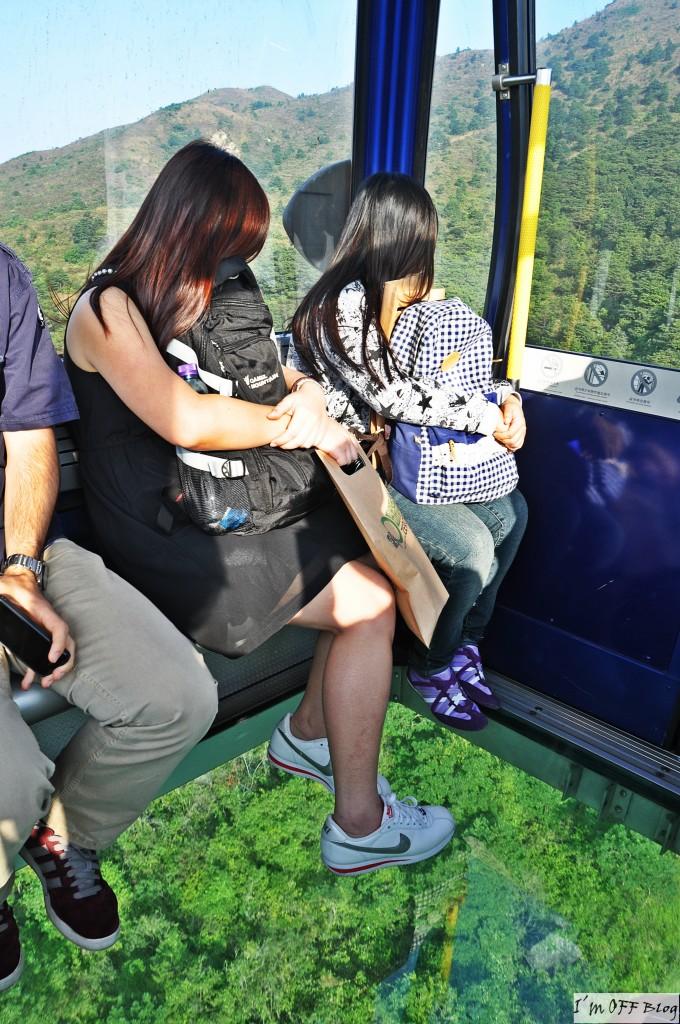 Dziewczyny  kamufluja swoj strach – dla potrzeb fotografii :)
