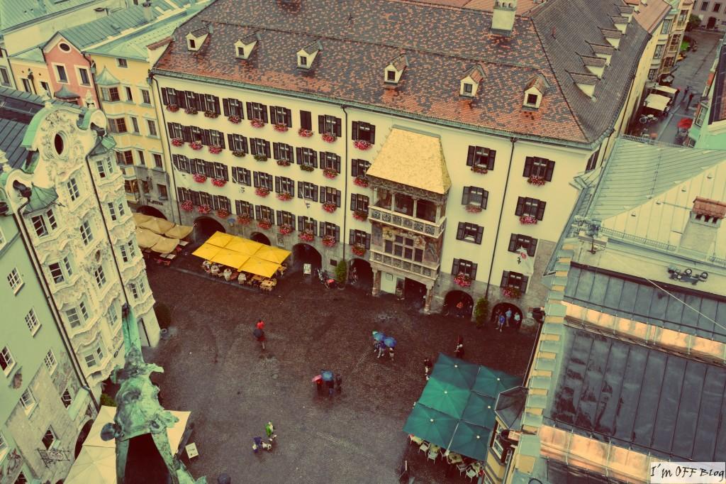"""Widok z wiezy na """"Złoty dach""""  i Helblinghaus"""